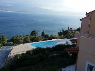 New apartments by the pool with amazing view, Loutraki