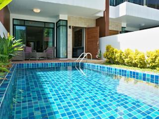 Lovely pool townhouse with a view, Kamala