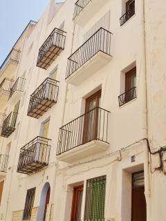 3 apartamentos individuales e independientes (70m2 cada uno) y planta baja. capacidad  5 personas