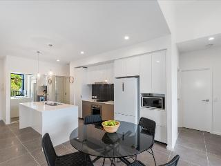 Round About Bulimba - Executive 3BR Apartment