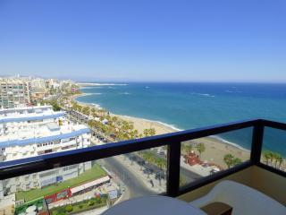 Beachside Apartment with Breathtaking Views, Benalmadena
