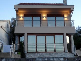 Beautiful Villa Mikel close to the beach, Tivat