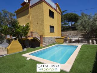 Superb Airesol C villa for 8-9 guests with a private, secure pool and gorgeous mountain views, Castellar del Valles