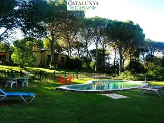 Charming and private five-bedroom villa in Santa Cristina d'Aro, just 5 min to the beach