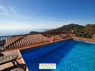 Modern villa in Blanes for 12 guests, with views of the Mediterranean Sea!