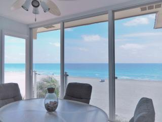 The Closest Beachfront Condo to the Gulf of Mexico on Siesta Key - Amazing View!