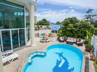 Penthouse Pool Villa close to Pattaya City