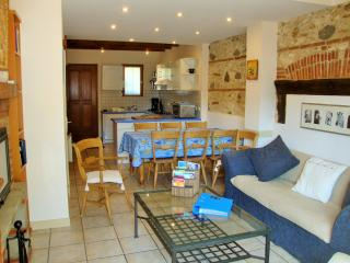 The Blue House, Catalan village 5km from the beach, Saint-Laurent-de-la-Salanque