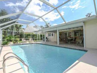 Screened in Lanai w/Heated Pool & Dining-2 Blocks to Naples Beach Hotel/Gulf of