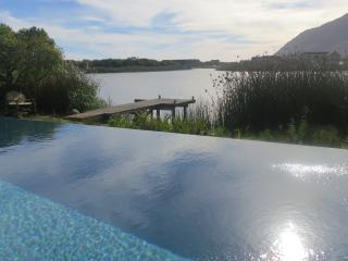 STUNNING HOUSE ON THE LAKES, Noordhoek