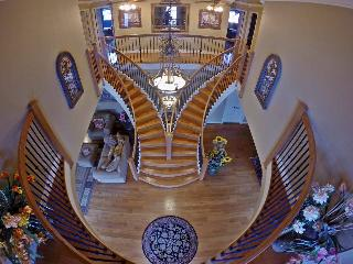 Sam's Mansion Grand Staircase 4-Br+2Ba Suite $595+