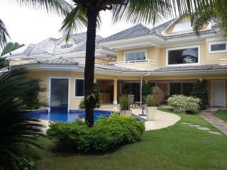 Casa em condominio com seguranca total e conforto