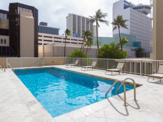 TROPICAL STUDIO IN WAIKIKI  *~*~*FREE PARKING*~*~*