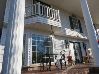 Sam's Mansion Bentonville, AR 2-Bedroom Suite $245