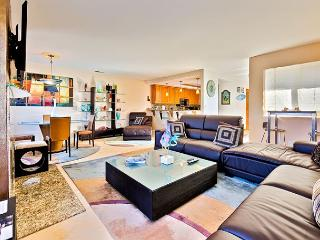20% OFF SEPT - Modern Property-Steps to Beach, Bay, Restaurants and the Wedge, Newport Beach