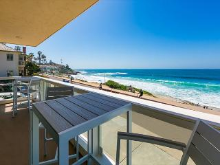 Oceanfront, Enjoy the Beach, Wonderful Home + Views!