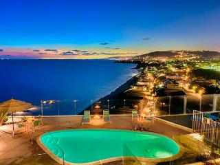 Beautiful Vacation Location - Amazing View, Beautiful Beach, BBQ and Pool!, Dana Point