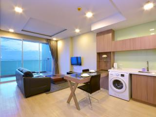 Beachfront Luxury Condo 22nd Floor Amazing Views, Jomtien Beach
