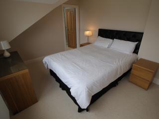 2 bed 2 bath Split level Apartment with garden, Cardiff