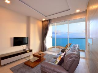 Luxury Beachfront Condo 22nd Floor Amazing Views, Jomtien Beach