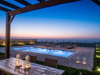 Hilltop Sea Panoramic Views at Thea villa with private Pool+BBQ, 4 km to Beach