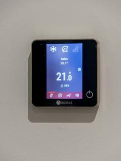 Control de climatización 'airzone' (salón + habitaciones). Disfrutad de diferentes temperaturas!