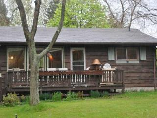 2 Bedroom Lakefront Cottage Sleeps up to 9 in beds, Grand Bend