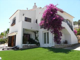 REFURBISHED Villa for up to 8 * HEATED POOL * WiFi, Javea