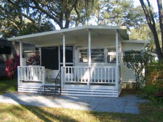 Cosy & clean situated in Sweetwater RV Resort, Tampa