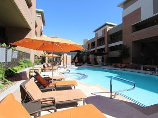 Urban Old Town 2BD...Huge Floor Plan...Quiet, Scottsdale