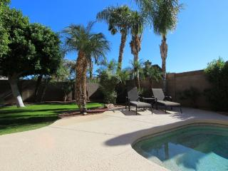 Heated Private Pool, 3BR/2BA, Space for All, Glendale