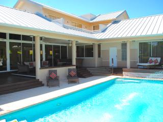 LUXE 5 BED HTD POOL STEPS 2 SECURED BEACH ACCESS!, Pompano Beach