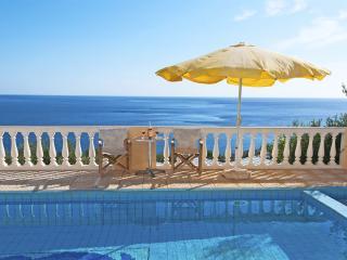 Villa,nice sea view,close to the sea,private pool, Achlia