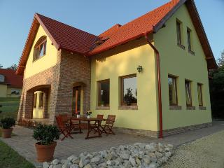 Villa Vinea, Etyek