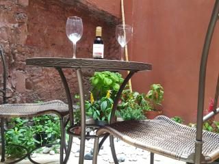 Niceplace Inn. Casco Viejo Panama Charming Apartment with a small patio