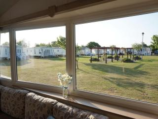 Ref 80033 Waterways Haven Hopton 6 berth by the sea with decking,dogs welcome