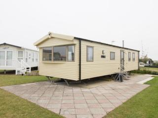 Haven Hopton Waterways 33 - 80033 Stunning by the sea with decking,dogs welcome., Hopton on Sea