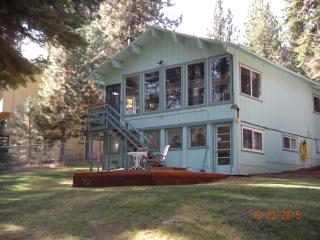S Tahoe snowglobe, 3+ Bed 2 BA, Spa, Deck, Slps up to10, South Lake Tahoe