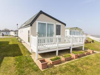 4 berth caravan at Hopton Haven Holiday Park, in Great Yarmouth. REF 80010H