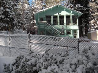 So Lake Tahoe LG 3+ Bed 2 BA, Views, Spa, Deck, Slps up to 10