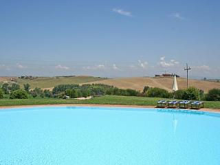 apartment with shared pool San Donnino - BELCARO