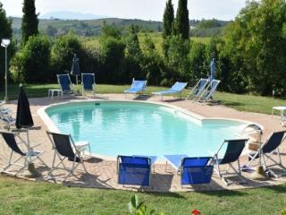 Holiday apartment with Pool in Vinci COLONNA 1