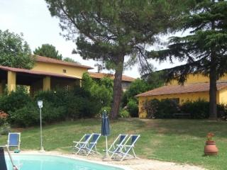 Holiday apartment with pool in Vinci COLONNA 4
