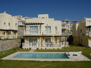 Luxury 3 bed Villa Private Pool & Garden AC