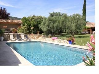 gîte en Luberon avec piscine