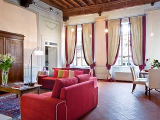 luxury romantic for couple in the center free wifi, Lucca
