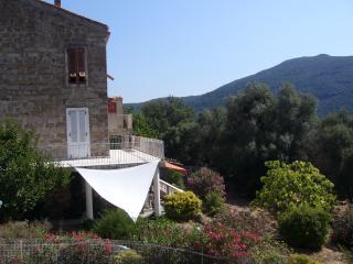 Maison typique village Corse à 15mn de la mer, Pietrosella