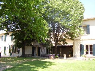 Mas  provençal, Vauvert