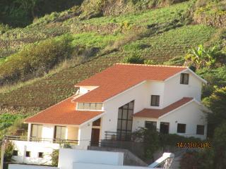 Gina's Village, Ribeira Brava