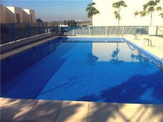Relax en residencial con piscina junto a la ciudad